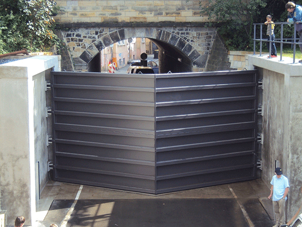Pirna Gate: 7m wide x 4m high double leaf mitred floodgate